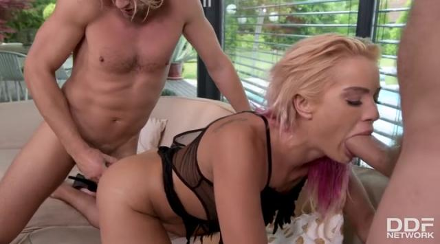 [HandsOnHardcore] Cherry Kiss (Gagged And Double Penetrated) Online Free