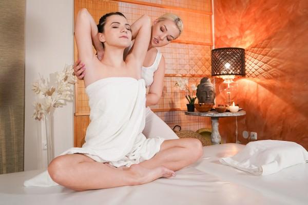 [MassageRooms] Lovita Fate, Hayli Sanders – Blonde masseuse pleases skinny babe Online Free