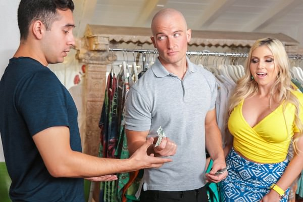 SneakySex – Christie Stevens – Mall Crawl